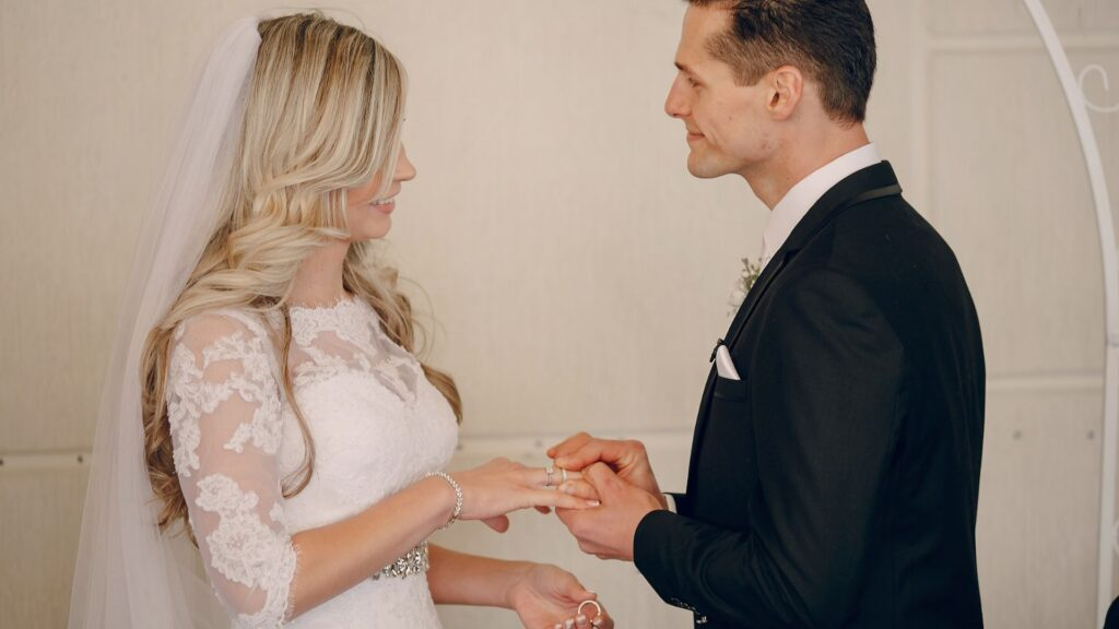 3 important tips for writing your wedding vows